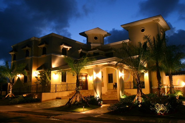 San Antonio palm tree lighting creates ambiance